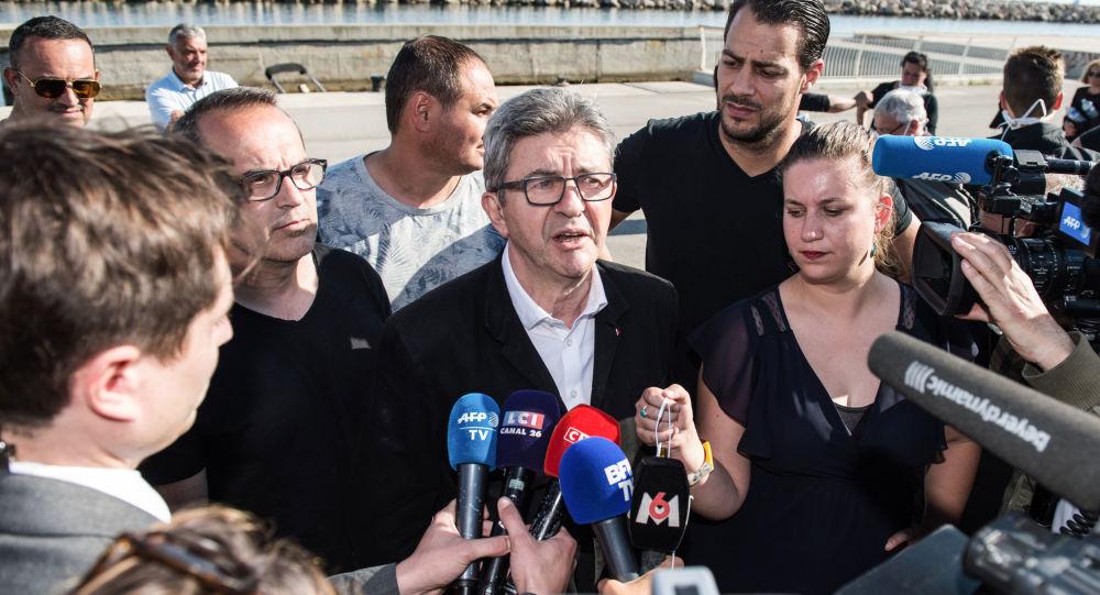 «La France islamiste»? Jean-Luc Mélenchon qualifie les propos de Marine Le Pen de «grotesques»