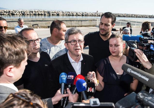 Jean-Luc Mélenchon au port de l'Estaque, dans les quartiers nord de Marseille