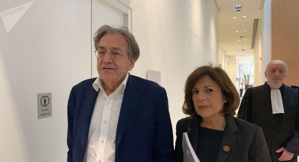 Le philosophe Alain Finkielkraut et sa femme avant le procès