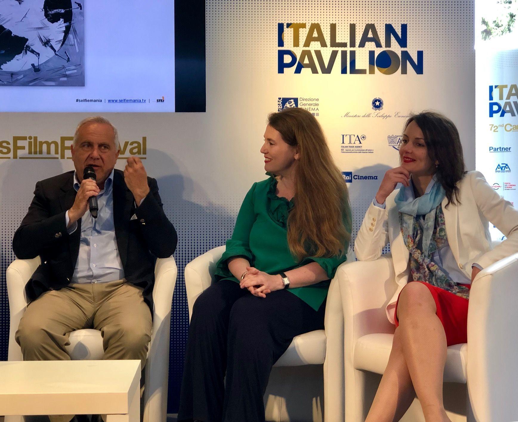 """Claudio Bucci présente le projet """"Selfimania"""", en présence de réalisatrices Elly Senger Weiss et Natalia Tsvetkova"""