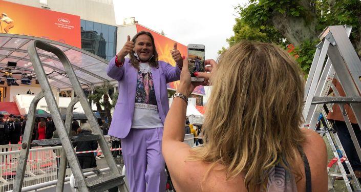 Les cinéphiles et les simples spectateurs adorent les Marches du Festival de Cannes