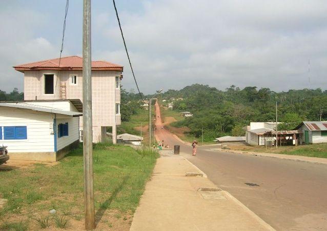 Une vue du quartier Cincuentas Viviendas, en périphérie d'Ebibeyin, Guinée équatoriale