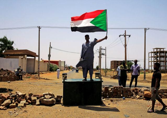 Un manifestant à Khartoum