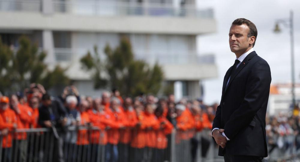 Emmanuel Macron aux Sables-d'Olonne pour rendre hommage aux trois sauveteurs de la SNSM décédés (vidéo)