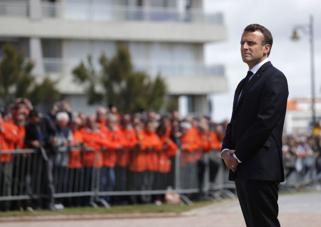 Emmanuel Macron aux Sables-d'Olonne pour rendre hommage aux trois sauveteurs de la SNSM décédés
