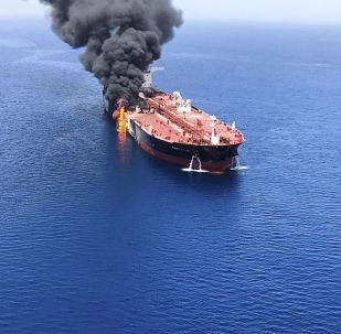Deux pétroliers dans le golfe d'Oman
