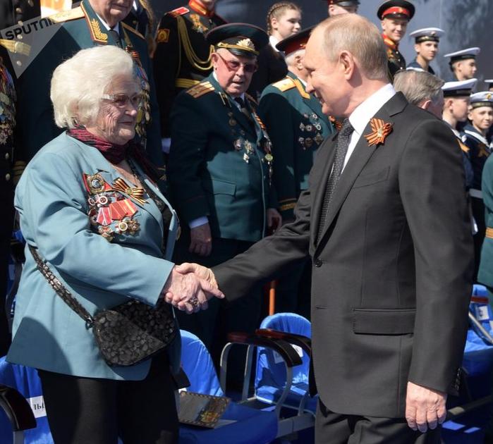 Avec le Président russe lors du défilé de la Victoire en 2018