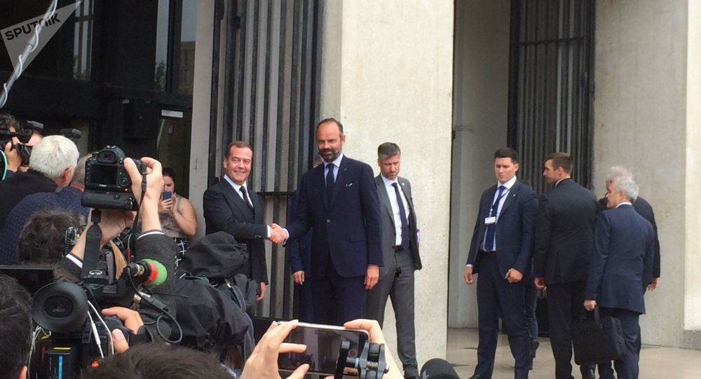 Édouard Philippesouhaite «ouvrir un nouvel espace de dialogue politique avec la Russie»