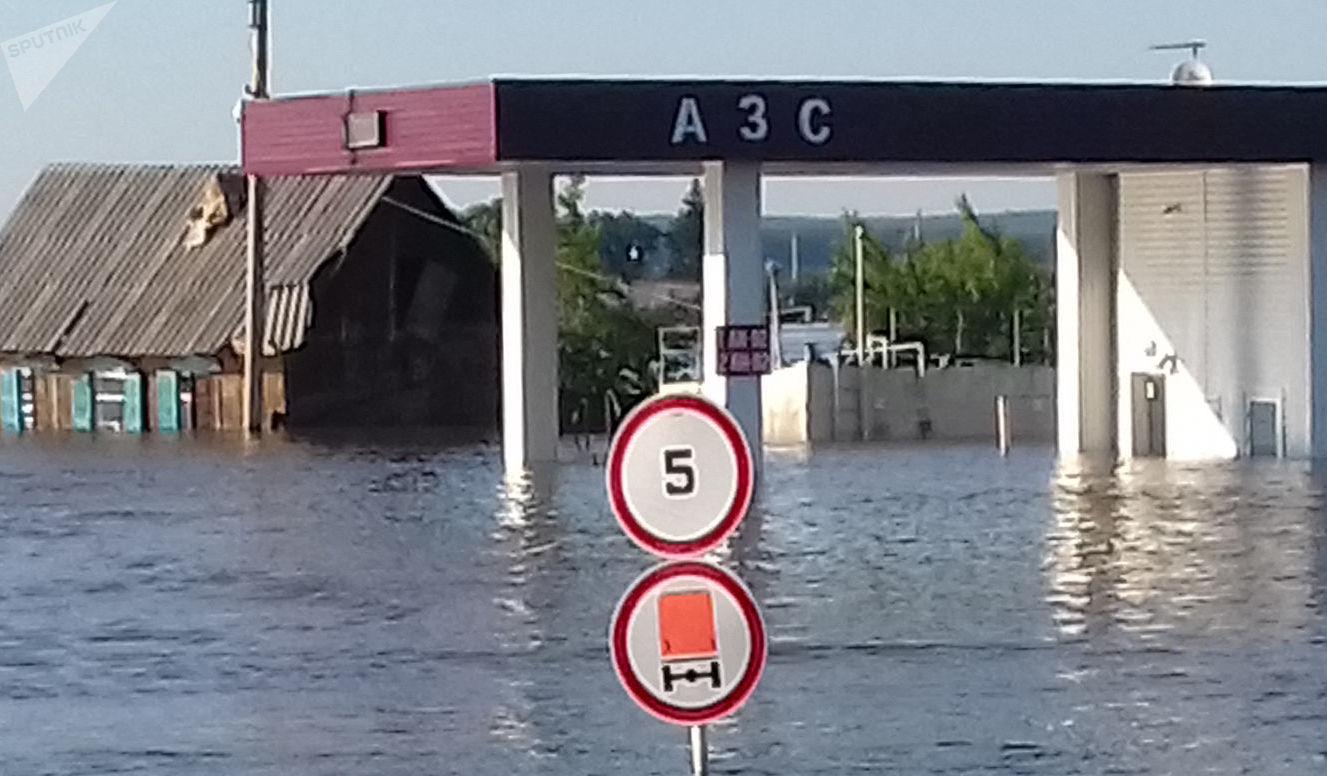 Une rue inondée de Touloun, dans la région d'Irkoutsk (juin 2019)