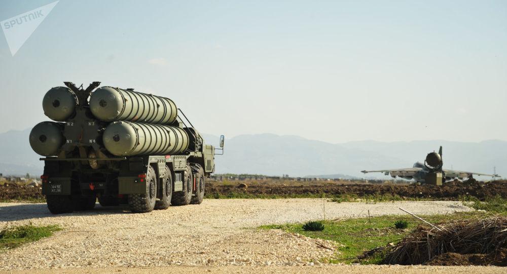 Des systèmes antiaériens russes à la base de Hmeimim, en Syrie (archive photo)
