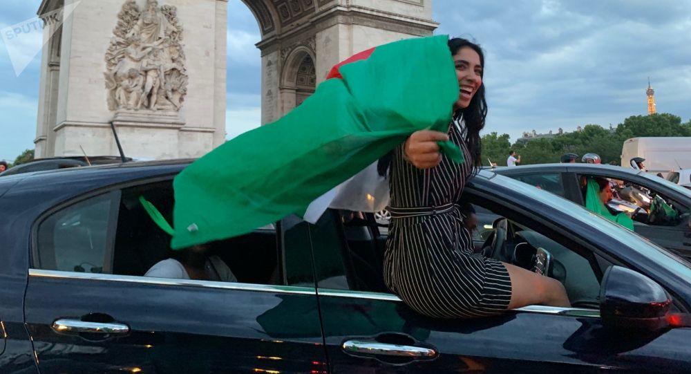 L'Algérie qualifiée pour la demi-finale de la Coupe d'Afrique, les Champs-Élysées en liesse, 11 juillet 2019