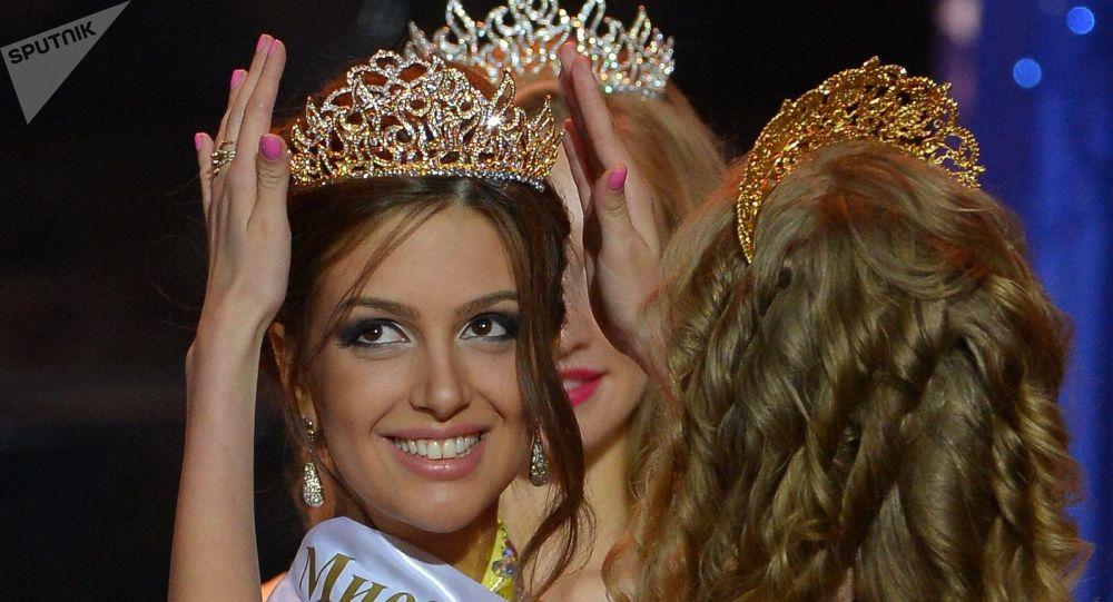 Fin du conte? Miss Moscou 2015 aurait divorcé de l'ex-roi de Malaisie - images