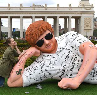 la statue d'Ed Sheeran à Moscou