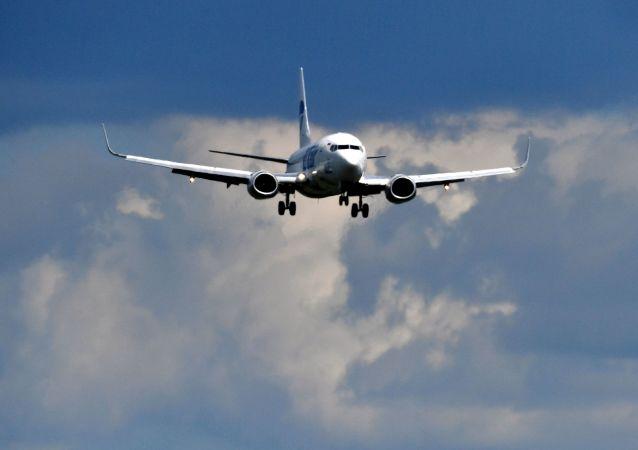 Cамолет Boeing 737 авиакомпании UTair заходит на посадку в аэропорту Внуково имени А. Н. Туполева.