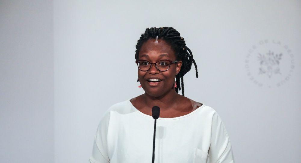 Sibeth Ndiaye choisit une tenue «élégante» après la polémique entourant son style vestimentaire