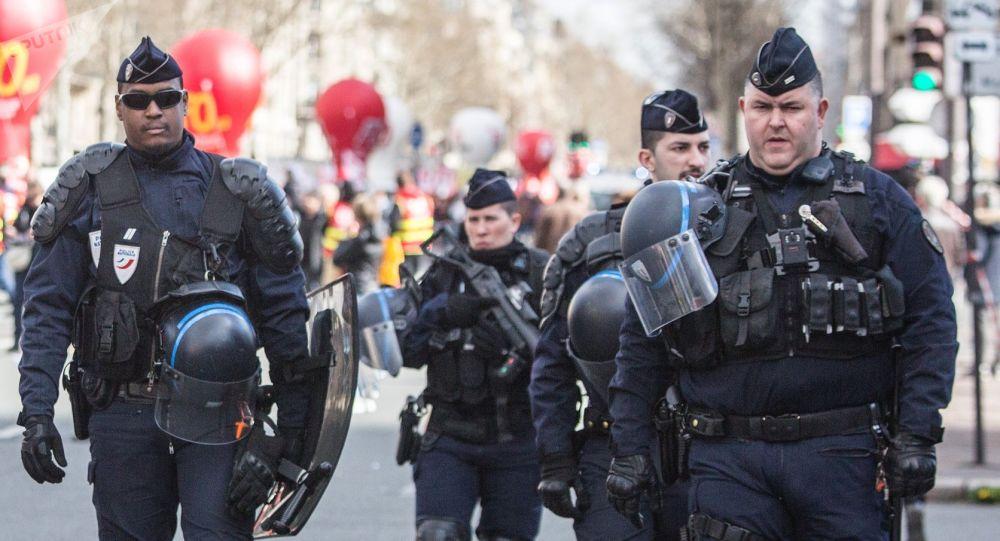 Des gendarmes dans les rues de Paris lors de la grève générale le 19 mars 2019