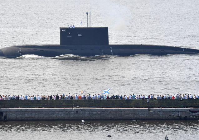 un défilé naval à Saint-Pétersbourg