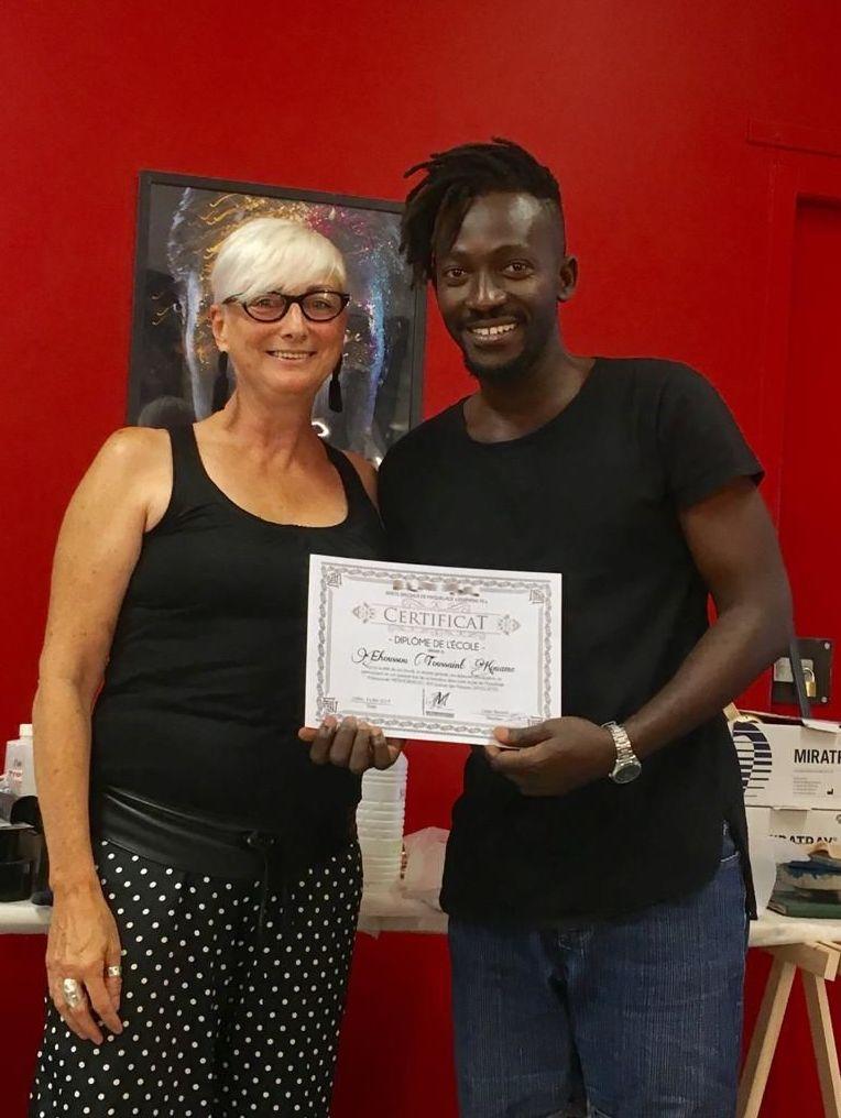 Toussaint Kouamé et son diplôme de maquilleur FX