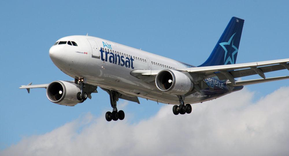 Un feu se déclare dans un four pendant un vol d'Air Transat