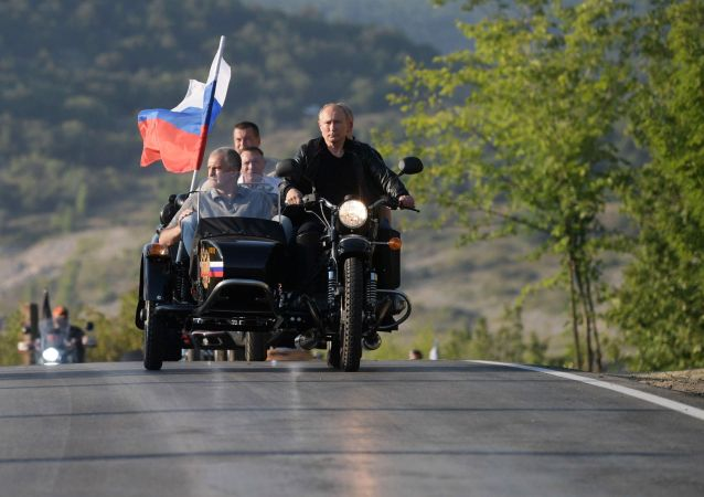 Vladimir Poutine au défilé international de motards en Crimée