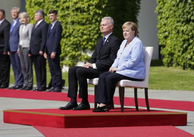 Angela Merkel et Gitanas Nauseda
