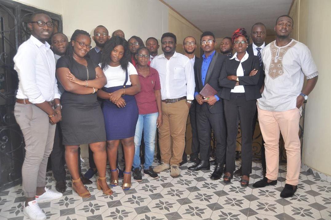 Philippe Nkouaya, entouré de ses collaborateurs