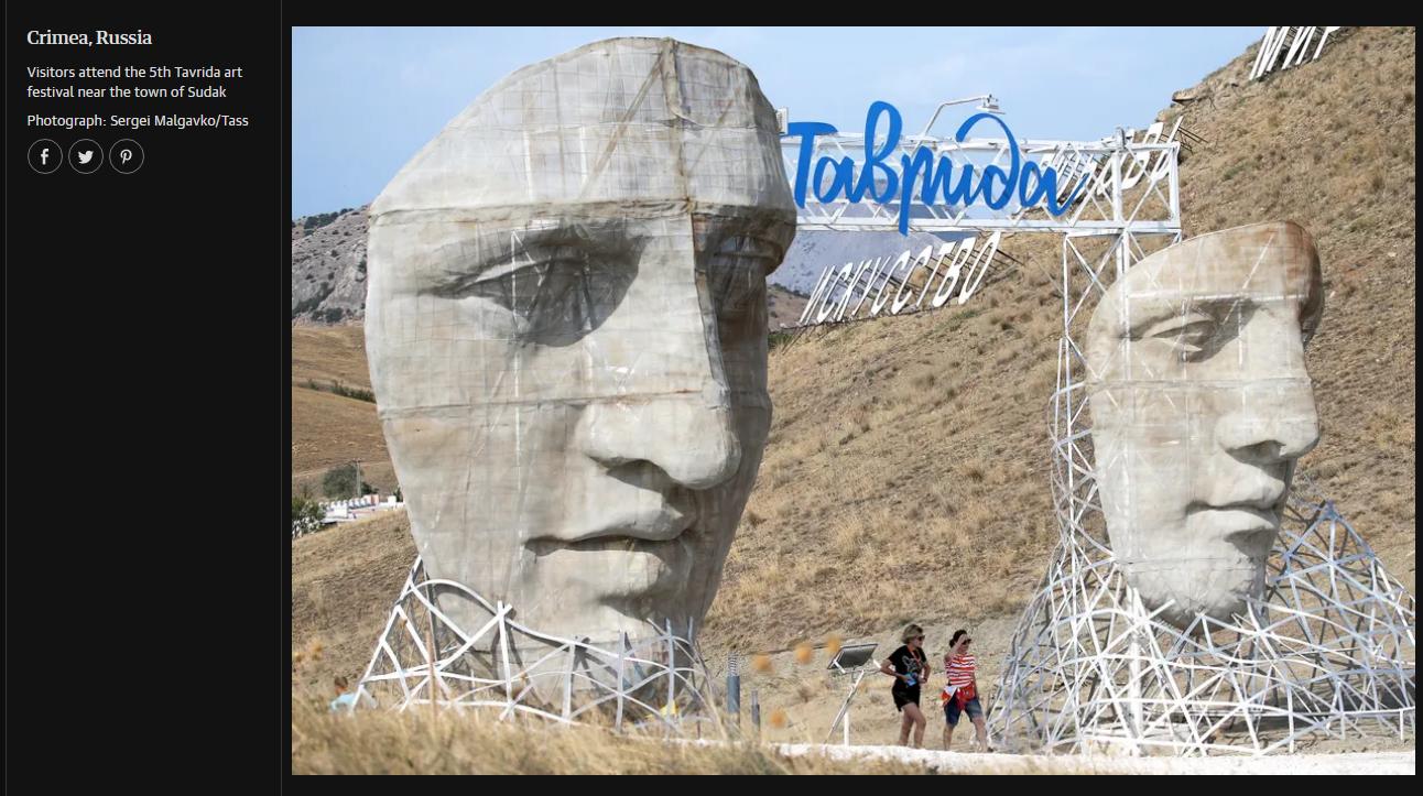 «Crimée, en Russie. Des visiteurs se rendent au cinquième festival Tavrida-ART près de la ville de Soudak» / capture d'écran