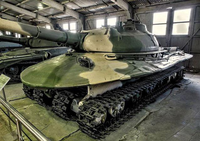 Char soviétique-assiette volante