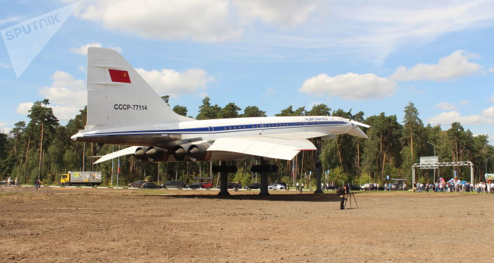 Inauguration du Tu-144 restauré près d'un rond-point à l'entrée de la ville de Joukovski