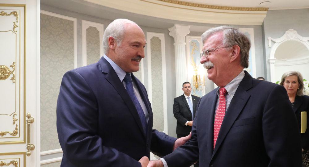 Alexandre Loukachenko et John Bolton