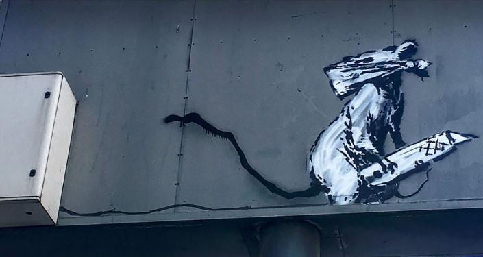 L'œuvre du street-artist Banksy au parking du Centre Pompidou