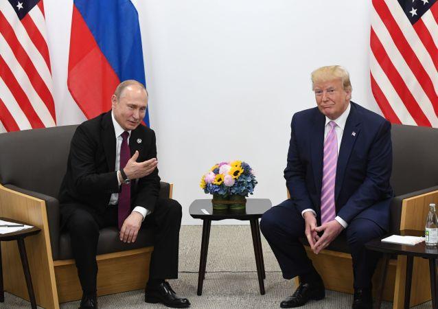 Vladimir Poutine et Donald Trump en marge du sommet du G20 à Osaka