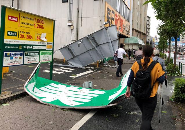 Un puissant typhon Faxai balayant la région de Tokyo