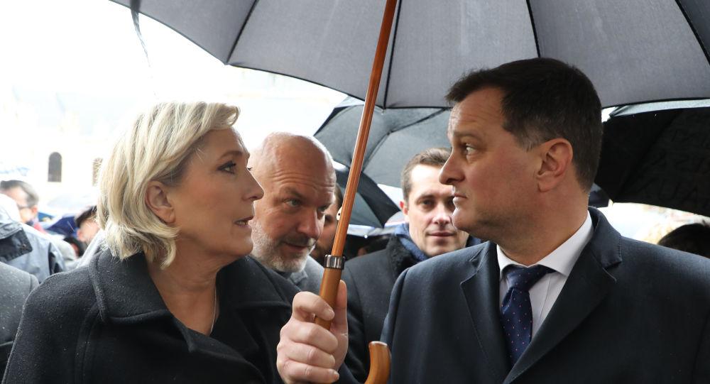 Marine Le Pen n'est plus en couple avec Louis Aliot