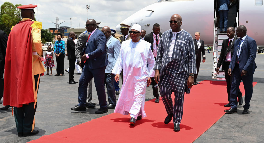 Le Président burkinabé accueillant ses homologues du G5 Sahel