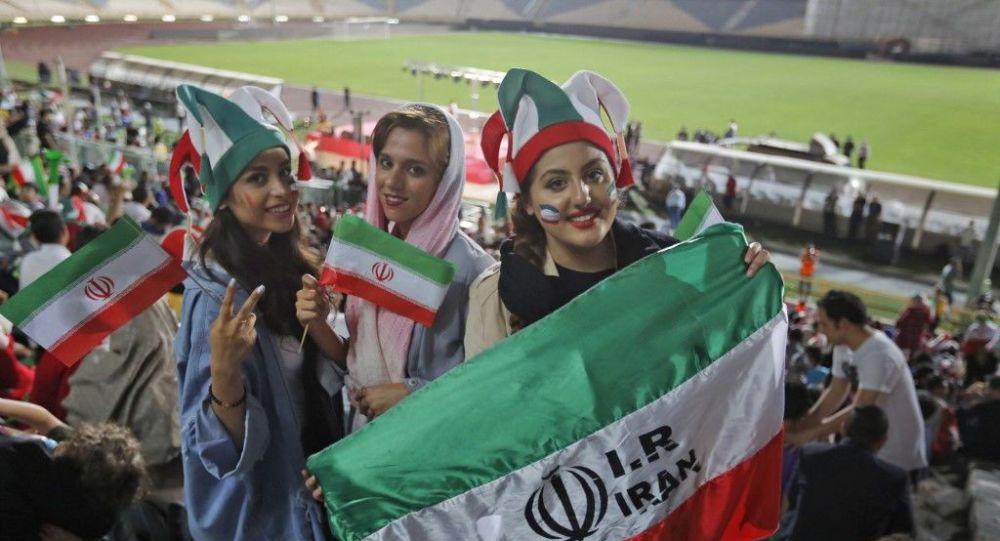Femmes iraniennes au stade Azadi à Téhéran