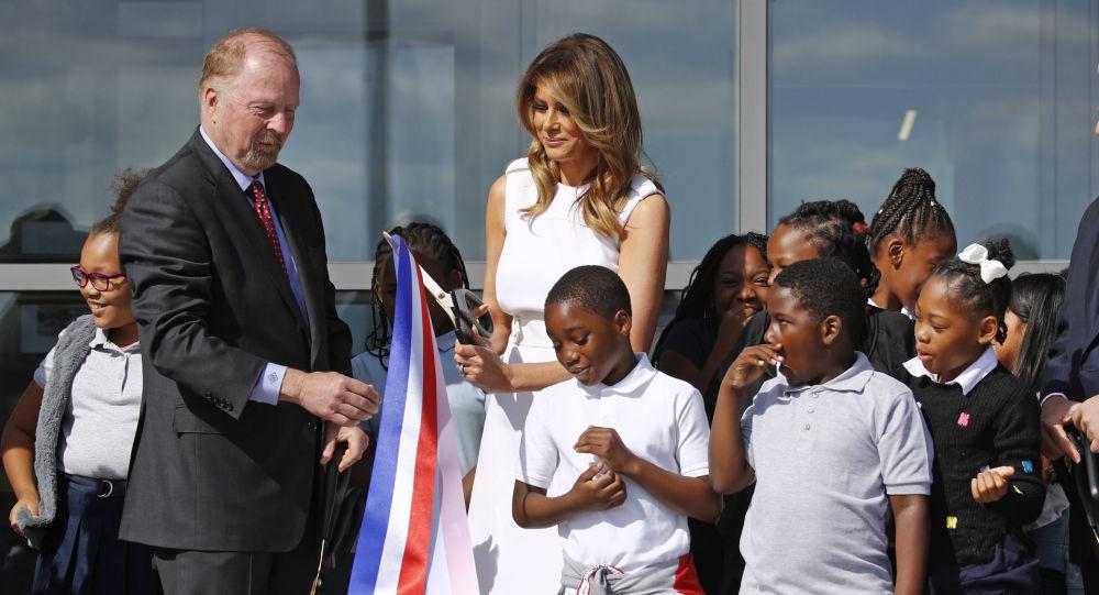 Melania Trump participe au coupé du ruban à l'inauguration du Washington Monument
