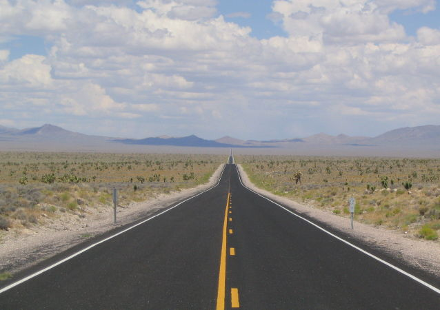 La State Route 375 («Route extraterrestre»)  près de la zone 51 dans le Nevada