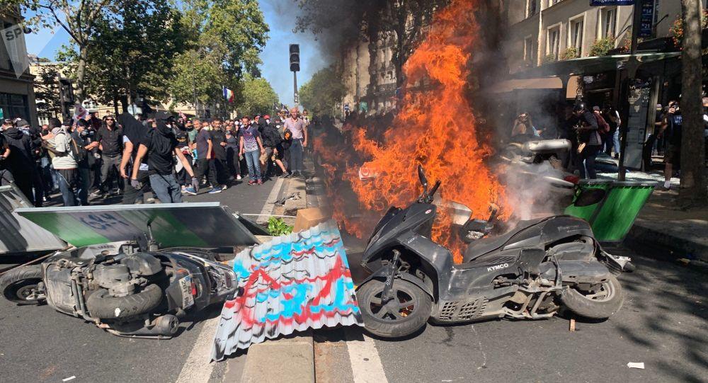 Des organisateurs appellent à quitter la manifestation parisienne — Marche climat