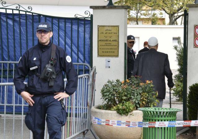 Situation devant la Grande mosquée de Colmar