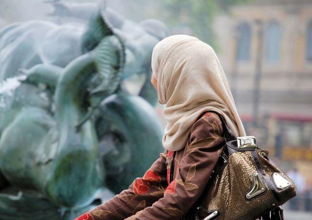 Jeune femme portant un voile musulman