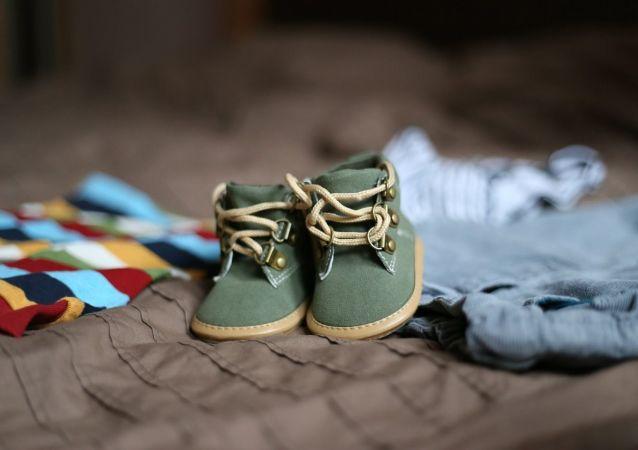 Chaussures d'enfant (image d'illustration)