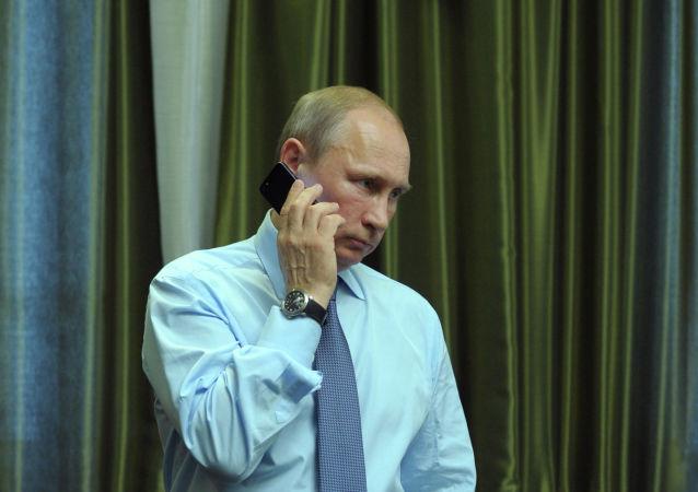 Vladimir Poutine lors d'un entretien téléphonique (archive photo)
