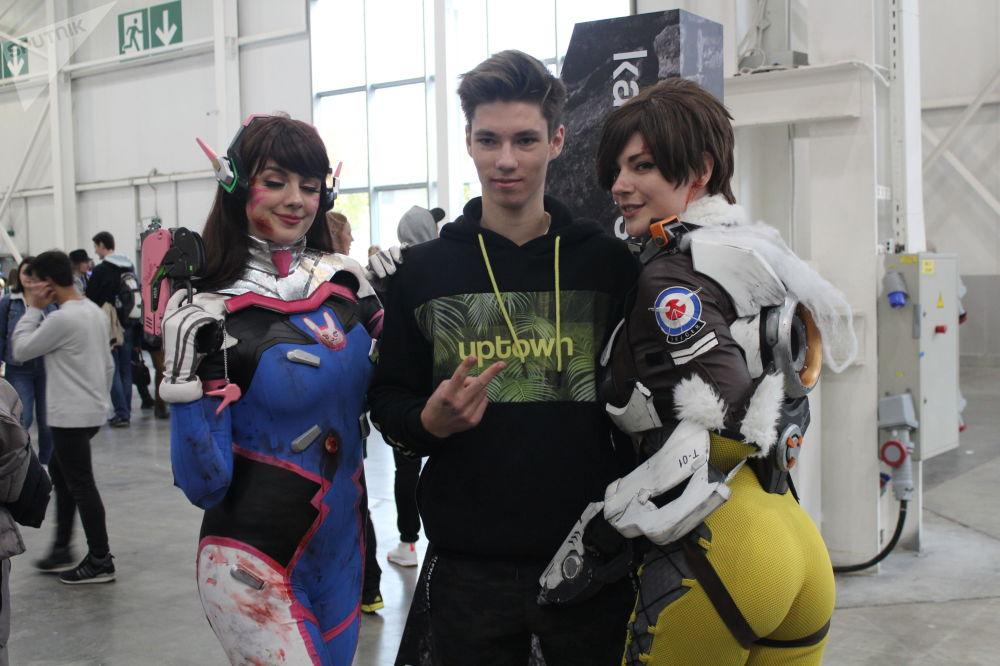 Des participants à la conférence des amateurs de jeux vidéo Igromir et à la convention des bandes dessinées Comic Con 2019 à Moscou.