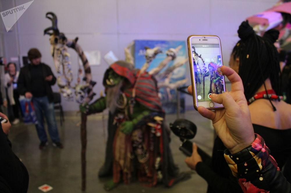 Un participant à la conférence des amateurs de jeux vidéo Igromir et à la convention des bandes dessinées Comic Con 2019 à Moscou.