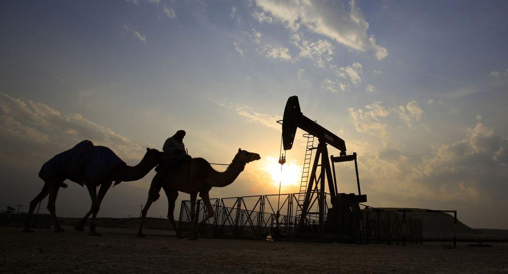 Puits de pétrole dans le désert