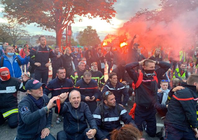 Manifestation des pompiers professionnels à Paris, le 15 octobre 2019