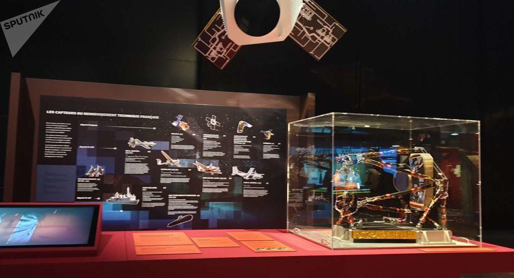 L'observation satellitaire reconstituée - Exposition Espions