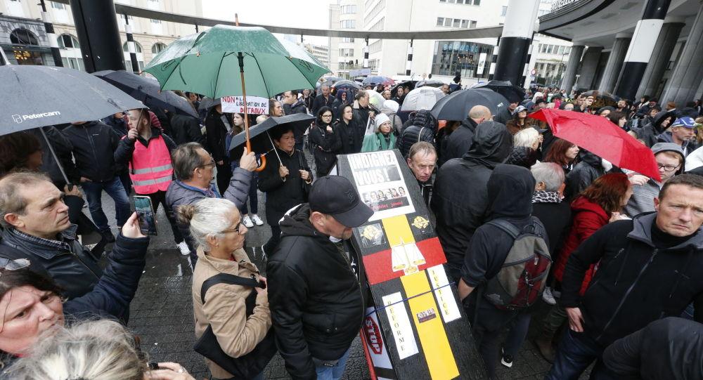 Affaire Dutroux: 400 manifestants à Bruxelles contre sa demande de libération conditionnelle