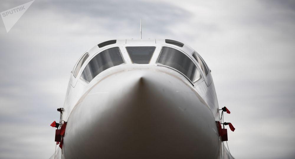 Deux des plus gros bombardiers nucléaires supersoniques russes arrivent en Afrique du Sud - vidéo